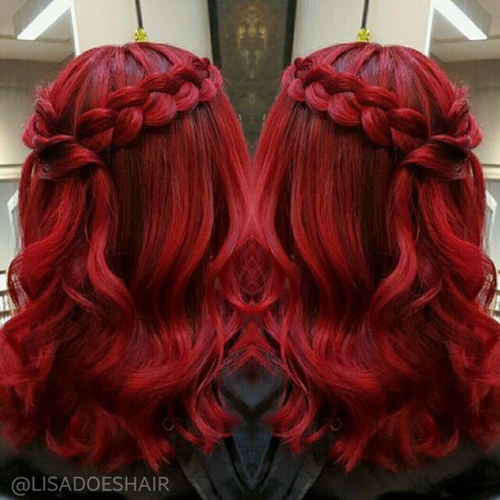 Красные волосы - причёска с косой-короной  на средних волосах интенсивного оттенка