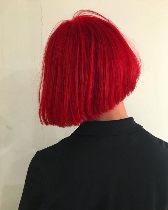 Красные волосы - яркий алый оттенок для стрижки боб-каре