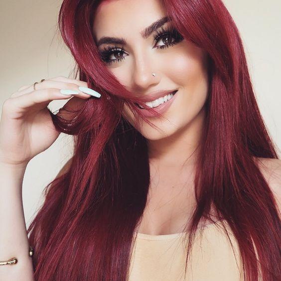 Красные волосы - красивое красное дерево