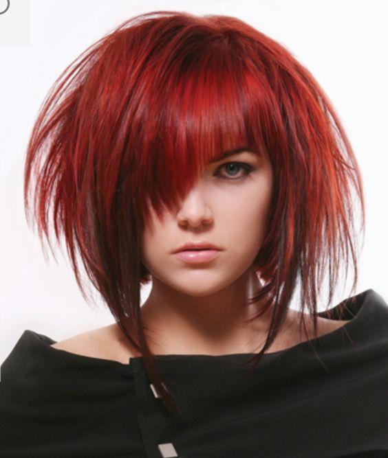 Красные волосы - асимметричный рваный боб-каре