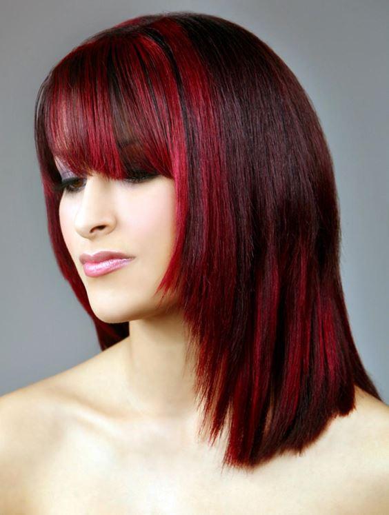 Красные волосы - яркие пряди на вишнёвом фоне средней длины