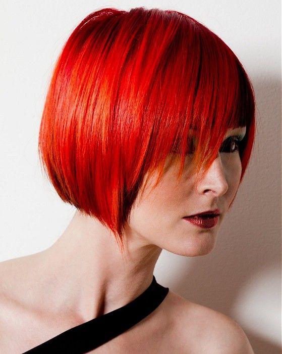 Красные волосы - градуированный боб-каре в огненно цвете
