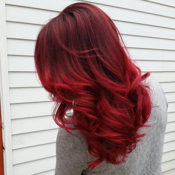 Красные волосы - крупные огненные локоны средней длины