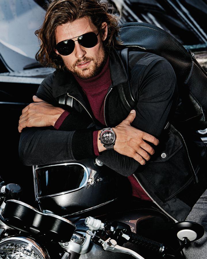 Michael Kors Mens - мотоцикл, чёрные очки и куртка