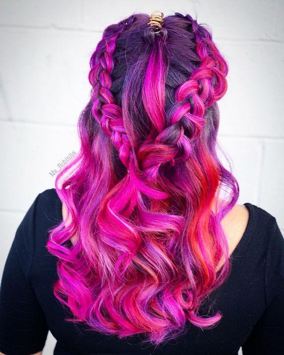 Розовые волосы: оттенки фуксии и красные пряди