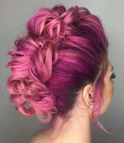 Розовые волосы: высокая причёска ракушка
