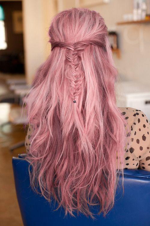 Розовые волосы: пастельный оттенок для длинных волос с тонкой французской косой