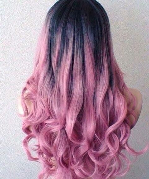 Розовые волосы: модное сиреневое омбре для длинных крупных локонов