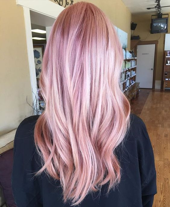 Розовые волосы: лёгкий балаяж в сиренево-коралловом