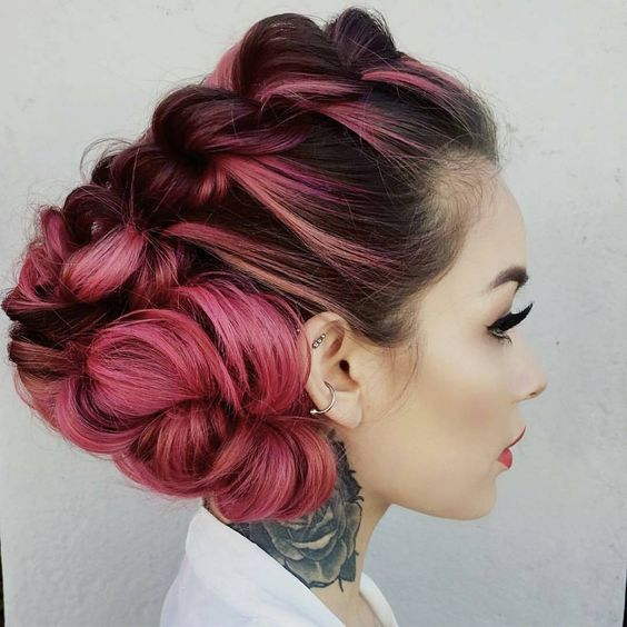 Розовые волосы: модное омбре в высокой причёске с косой