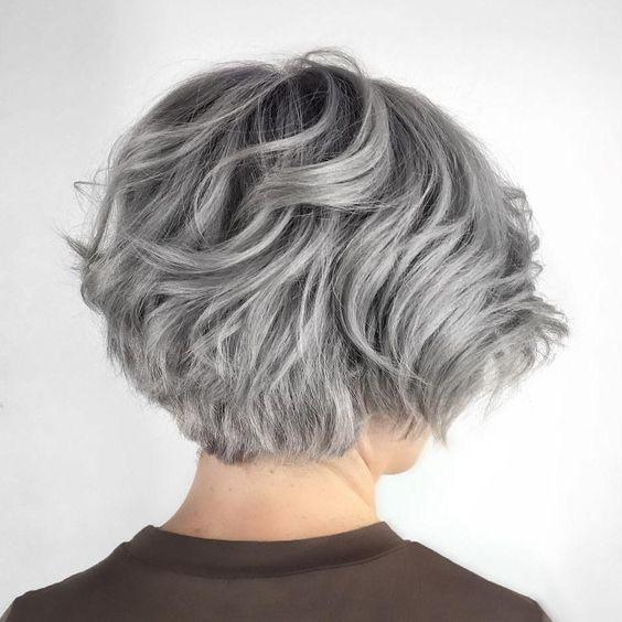 Серые волосы: короткий объёмный боб