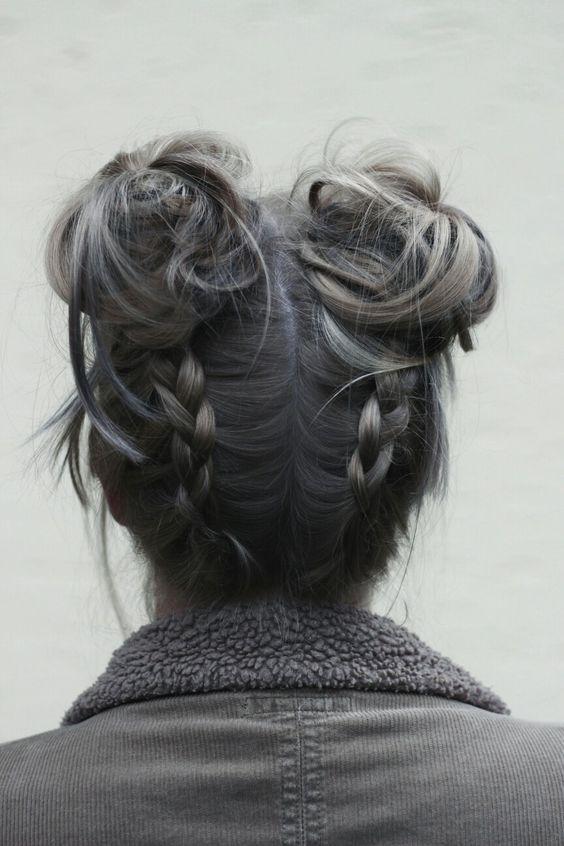 Серые волосы: два высоких пучка на волосах тёмно-серого оттенка