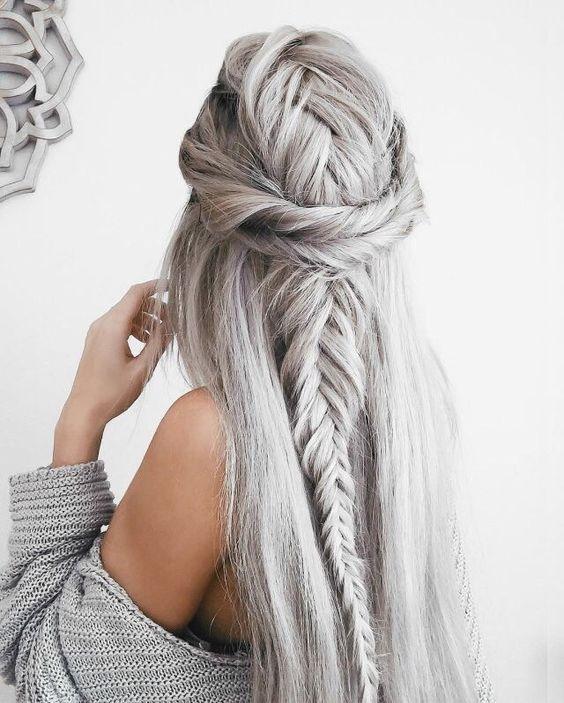 Серые волосы: укладка с обратной косой и жгутами