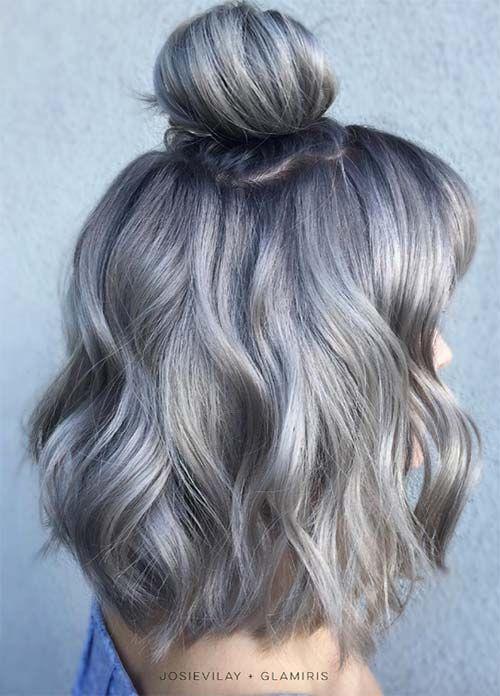 Серые волосы: волнистый боб-каре с высоким пучком