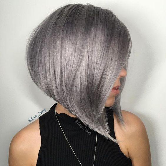 Серые волосы: гладкий асимметричный боб-каре