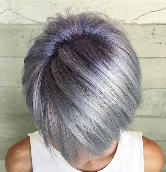 Серые волосы: короткая стрижка стального оттенка