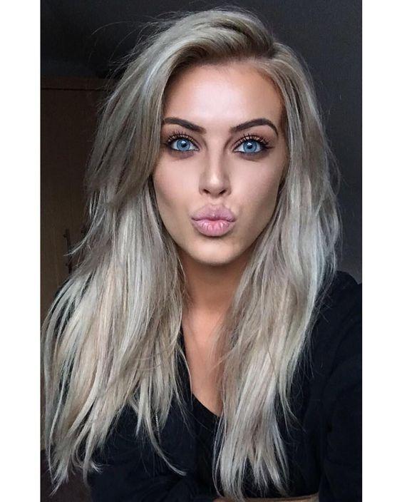 Серые волосы: длинные пепельные волосы с длинной боковой чёлкой