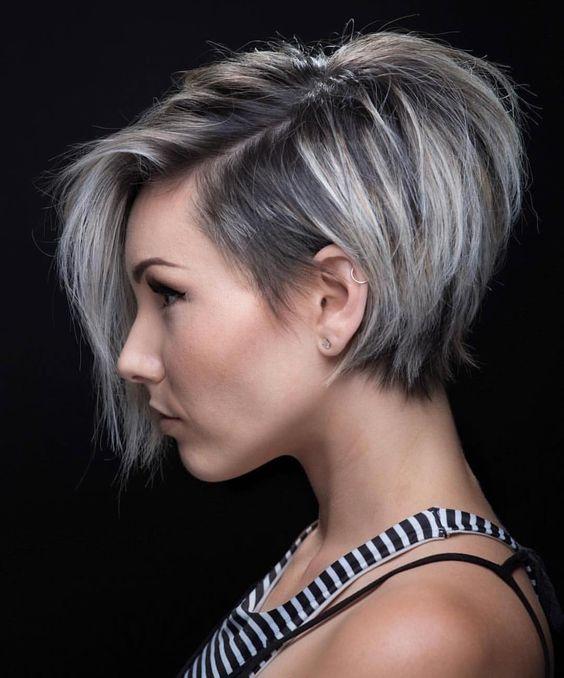 Серые волосы: короткий боб с длинной чёлкой
