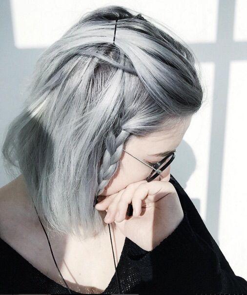 Серые волосы: короткий боб стального оттенка