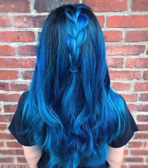 Синие волосы - голубой цвет для брюнеток с косичкой