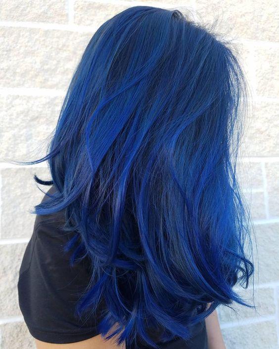 Синие волосы - длины ниже лопаток и сапфировый оттенок