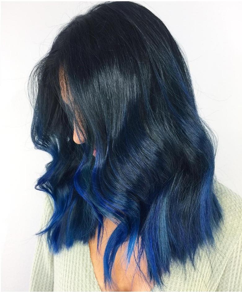 Синие волосы - стильное повседневное омбре для брюнеток