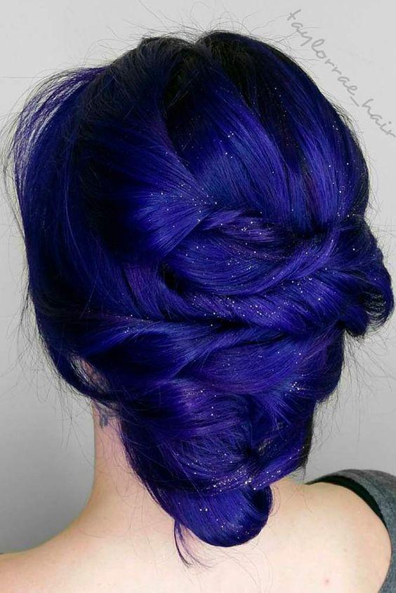 Синие волосы - лазурно-кобальновый оттенок с блёстками для вечерней причёски