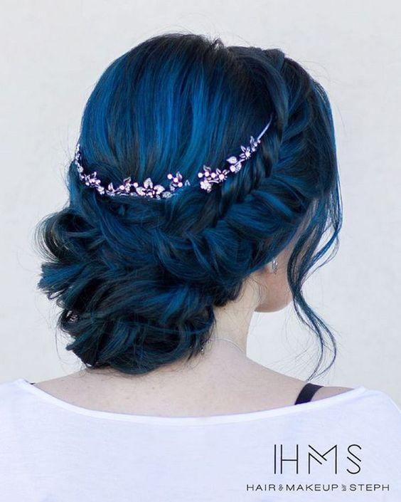Синие волосы - лазурный оттенок для вечерней причёски с кристальной диадемой