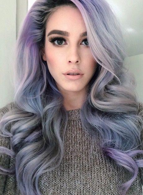 Сиреневые и лиловые волосы: длинные крупные локоны