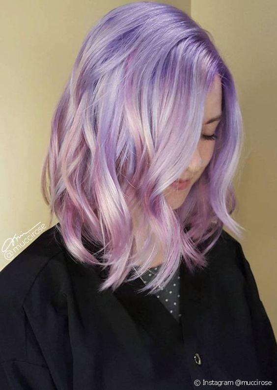 Сиреневые и лиловые волосы: длинный боб-каре