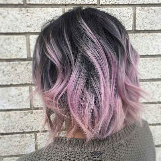 Сиреневые и лиловые волосы: пепельно-русый боб с цветными кончиками