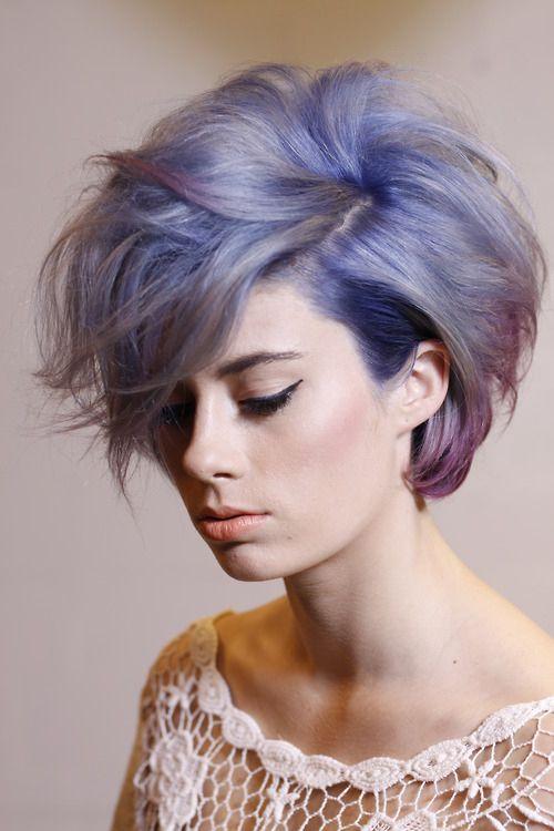 Сиреневые и лиловые волосы: короткая объёмная стрижка боб