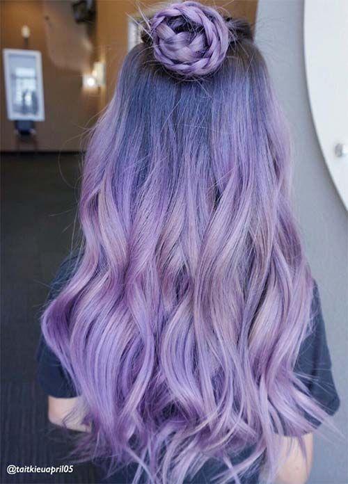 Сиреневые и лиловые волосы: длинные локоны с пучком-косой