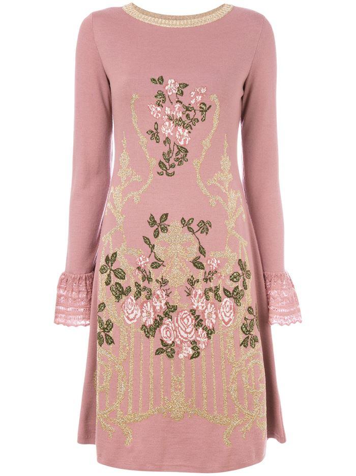 Тёплые вязаные платья-свитер 2018 - розовое с цветочной вышивкой