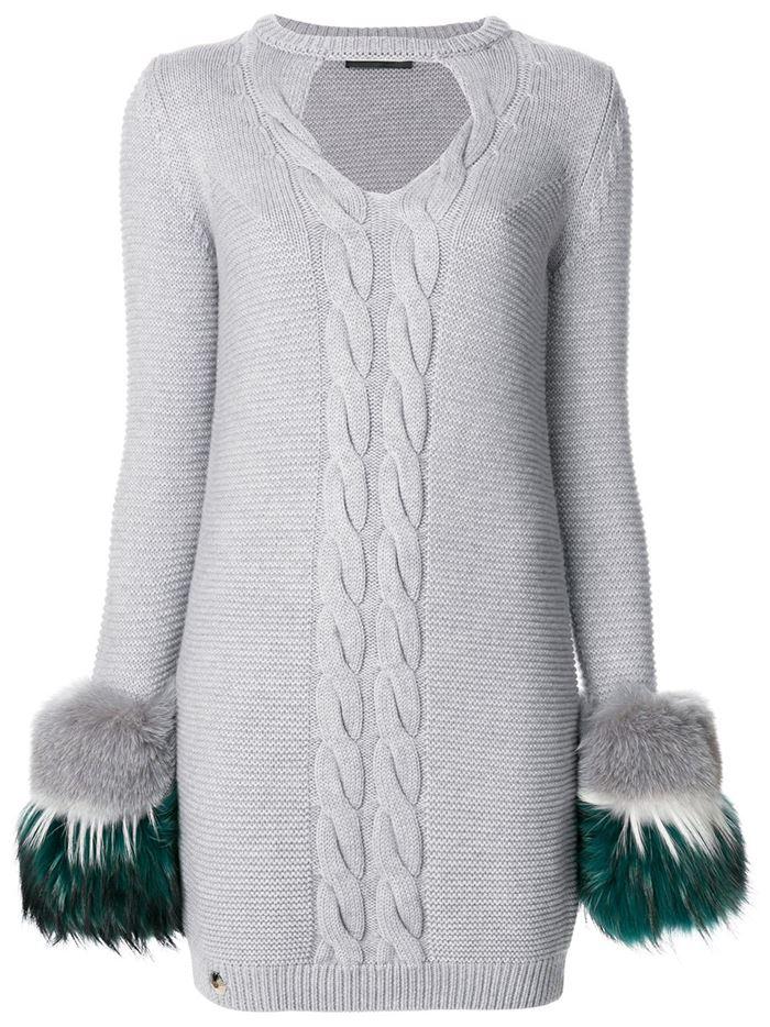 Тёплые вязаные платья-свитер 2018 - серое с косичками и меховыми рукавами