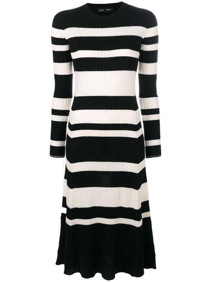 Тёплые вязаные платья-свитер 2018 - чёрно-белое приталенное в полоску