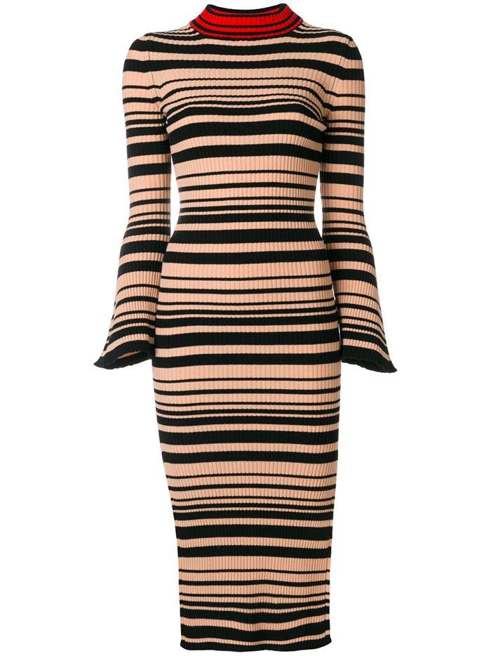 Тёплые вязаные платья-свитер 2018 - чёрно-бежевая полоска, расклешённые рукава и длина ниже колена