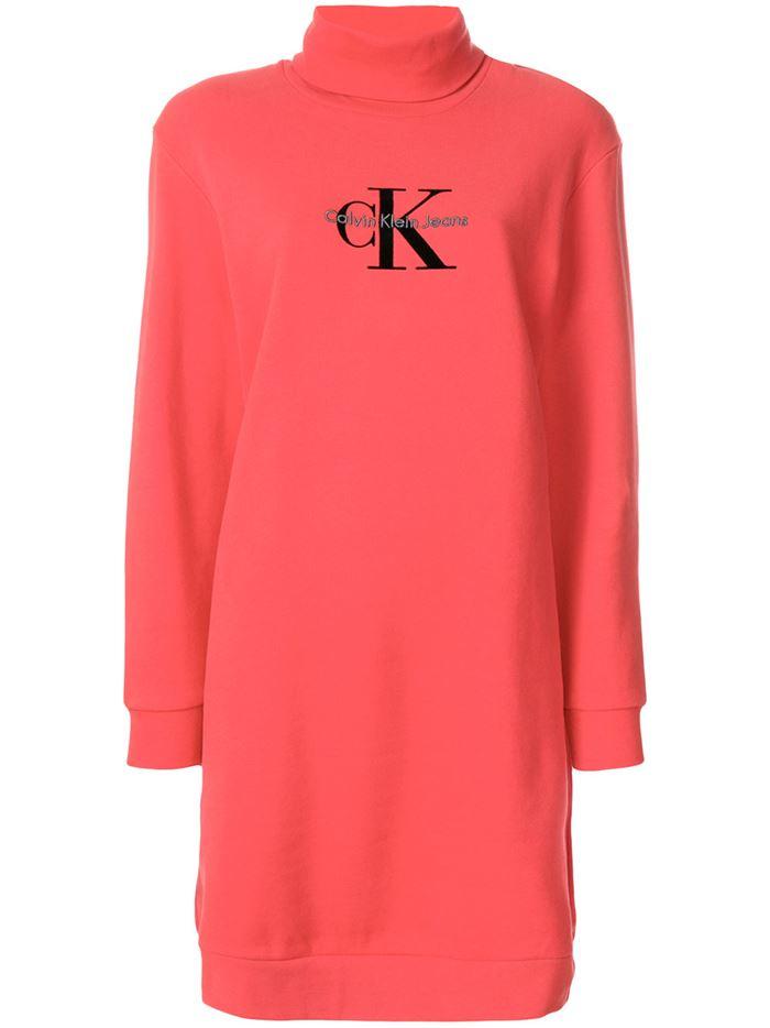 Тёплые вязаные платья-свитер 2018 - яркое коралловое