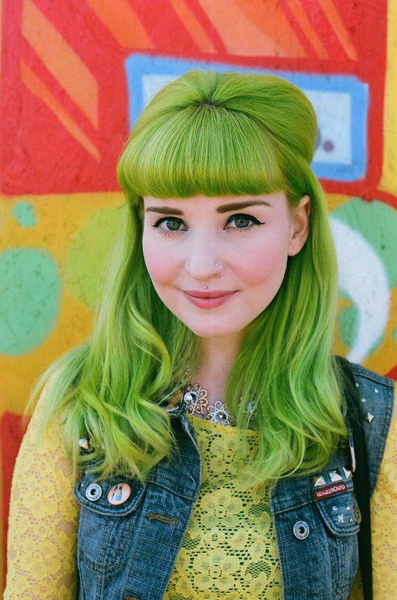 """Зелёные волосы - салатовая """"мальвина"""" с прямой чёлкой"""