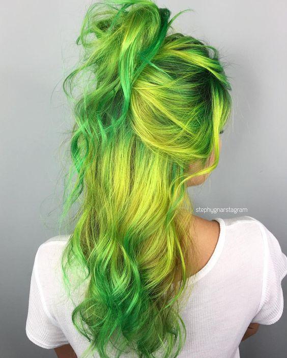 Зелёные волосы - длинные волнистые яркий неоновые
