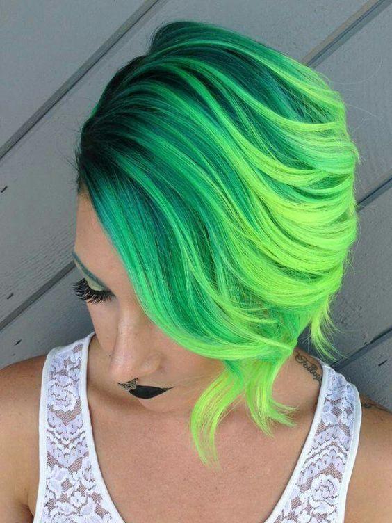 Зелёные волосы - короткий боб-каре в двух оттенках