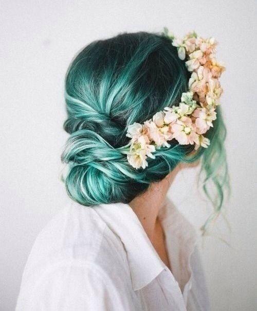 Зелёные волосы - свадебная причёска с цветами