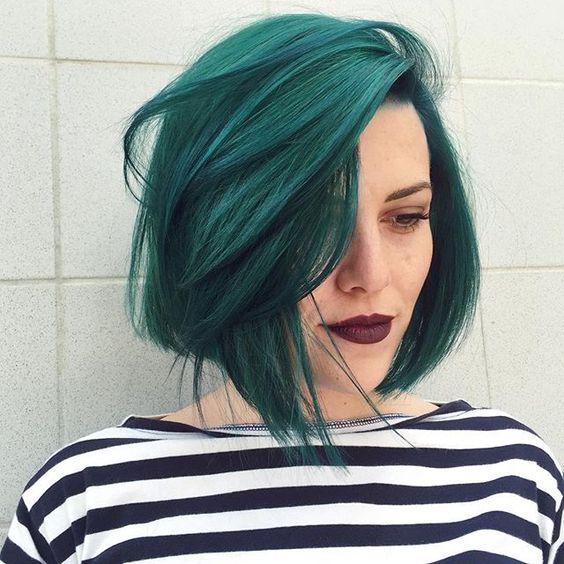 Зелёные волосы - идеальное сочетание с тёмной помадой