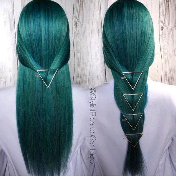 Зелёные волосы - тёмно-изумрудный оттенок длинной стрижки