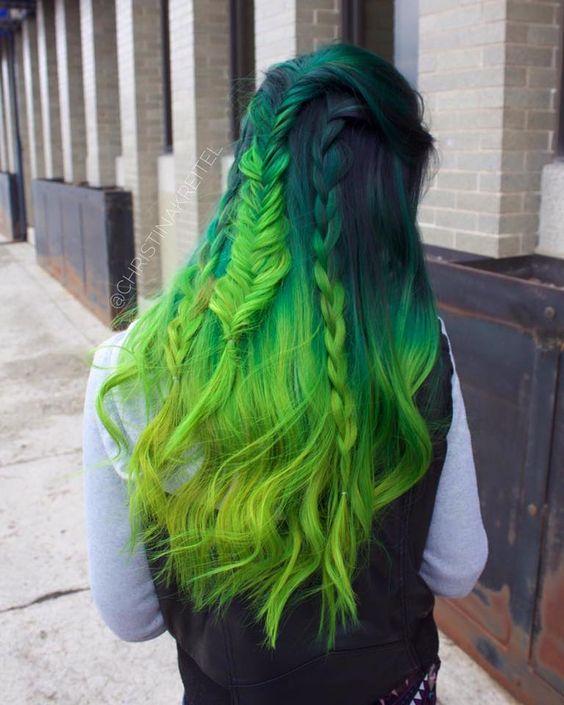 Зелёные волосы - длинные с косичками и салатовым оттенком