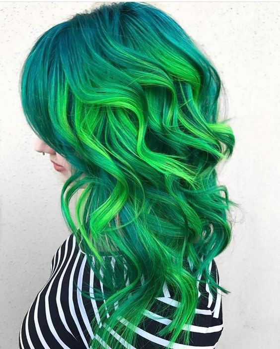 Зелёные волосы - салатово-бирюзовые локоны средней длины