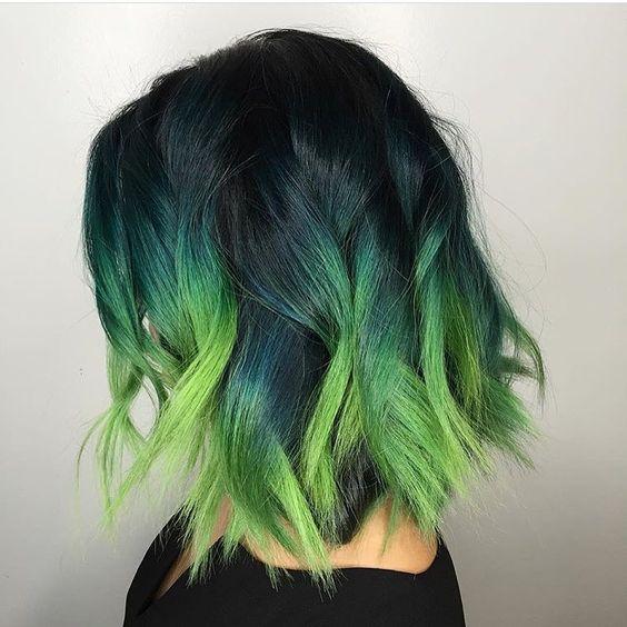 Зелёные волосы - стильный боб-каре с эффектом омбре с локонами