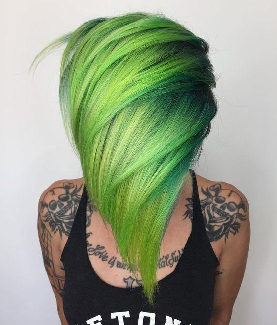 Зелёные волосы - короткая стрижка с салатовым ярким цветом