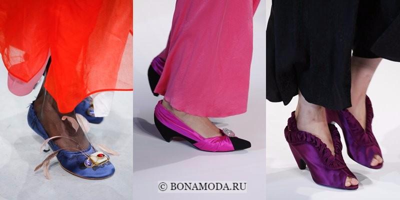 Модная женская обувь весна-лето 2018 - синие и сиреневые атласные туфли на низком каблуке