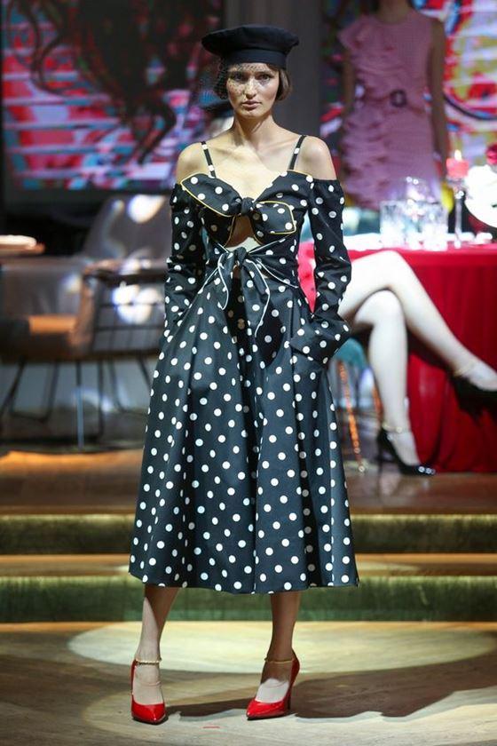 Платья в горошек весна-лето 2018 - приталенное чёрное с бантами